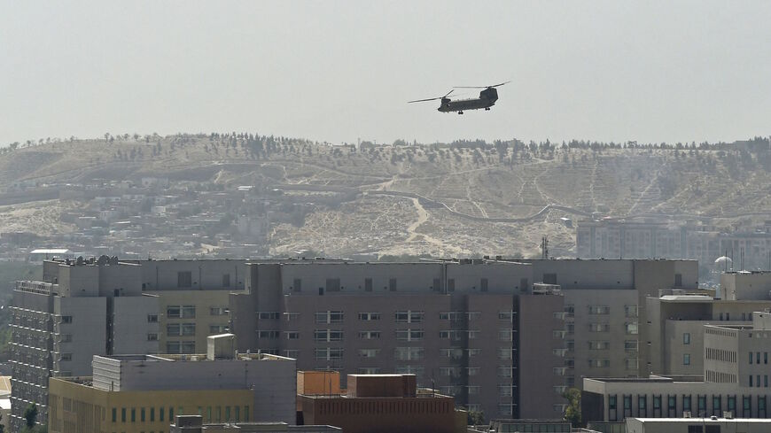 A US Chinook military helicopter flies above the US embassy in Kabul on Aug. 15, 2021.