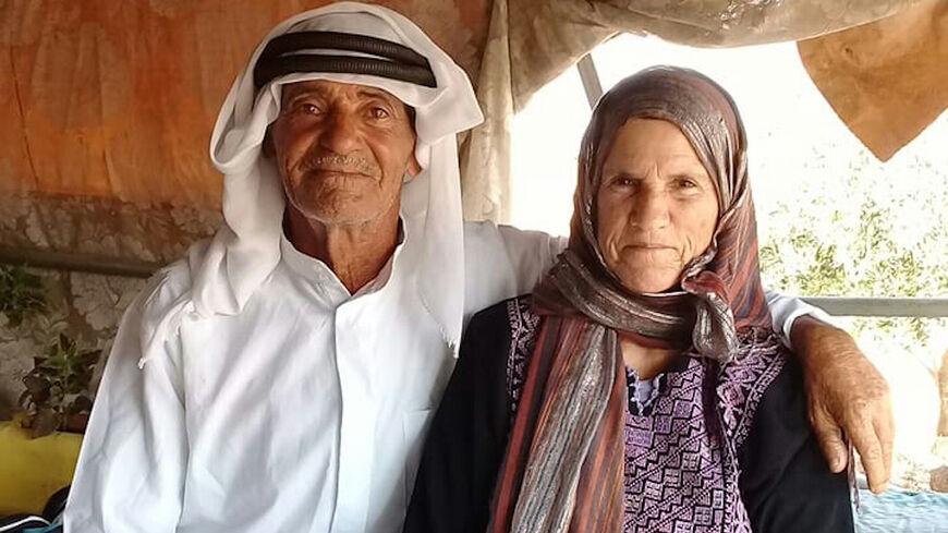 (Hayel Bisharat e sua moglie nella loro casa il 10 settembre 2021, immagine per gentile concessione di Mahmoud Bisharat)