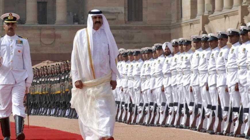 Qatar's Emir Sheikh Hamad bin Khalifa al-Thani (2nd L) inspects a guard of honour during his ceremonial reception at India's presidential palace Rashtrapati Bhavan in New Delhi April 9, 2012. Sheikh Hamad is on a three-day state visit to India. REUTERS/Stringer (INDIA - Tags: POLITICS) FOR BEST QUALITY IMAGE ALSO SEE: GM1E84H05M001 - RTR30ISQ
