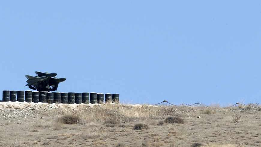 A rocket launcher is positioned at a military base on the Turkish-Syrian border town of Reyhanli, in Hatay province, southern Turkey September 5, 2013. REUTERS/Umit Bektas (TURKEY - Tags: POLITICS MILITARY) - RTX1388W