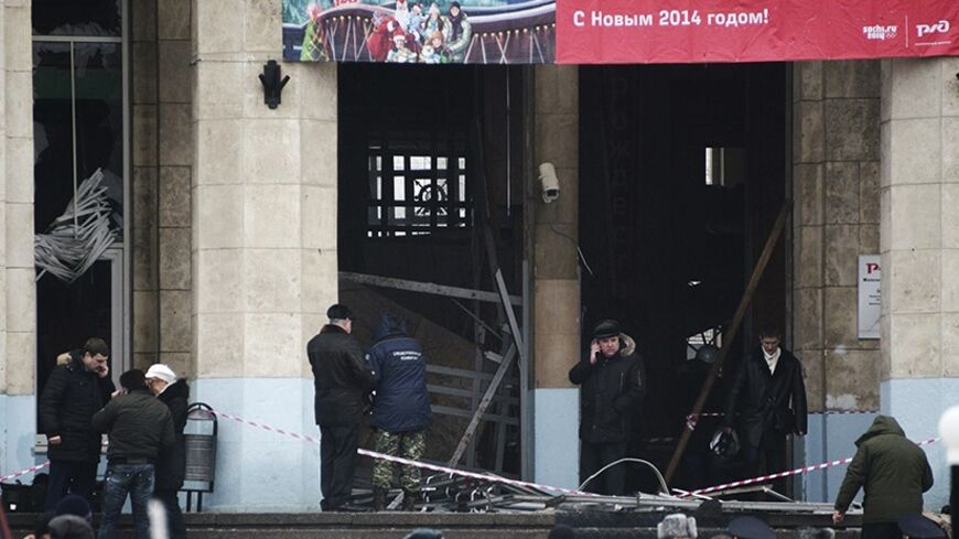Investigators work at the site of an explosion at the entrance to a train station in Volgograd December 29, 2013. A female suicide bomber blew herself up in the entrance hall of the Russian train station on Sunday, killing at least 13 people in the second deadly attack in the space of three days as the country prepares to host the Winter Olympics. REUTERS/Sergei Karpov (RUSSIA - Tags: CRIME LAW CIVIL UNREST TRANSPORT TPX IMAGES OF THE DAY) - RTX16WBP