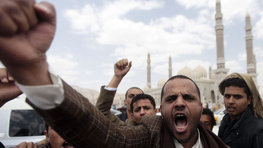 A supporter of Yemen's former President Ali Abdullah Saleh chants slogans after the weekly Friday prayers in front of the Al-Saleh mosque in Sanaa June 20, 2014. REUTERS/Mohamed al-Sayaghi (YEMEN - Tags: POLITICS CIVIL UNREST RELIGION) - RTR3UW98