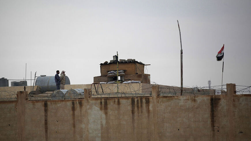 Iraqi soldiers stand beside Al-Yaroubia crossing in the province of Hasakah November 10, 2013. REUTERS/Stringer (SYRIA - Tags: POLITICS CIVIL UNREST CONFLICT MILITARY) - RTX158J9