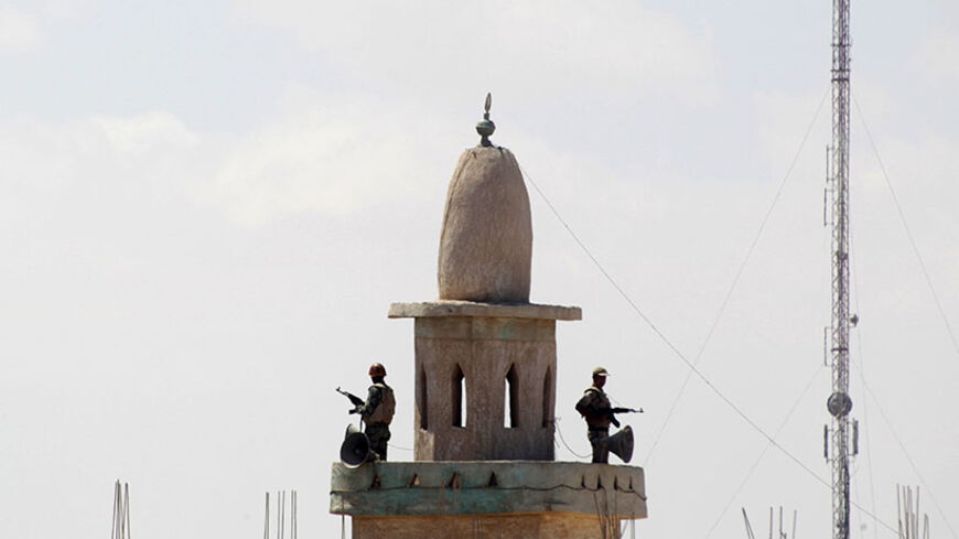 Egyptian soldiers stand guard atop a mosque's minaret in the Egyptian city of Rafah, near the border with southern Gaza Strip September 8, 2013. Egyptian security forces have destroyed at least 20 houses along the border with Gaza, local residents said, in what the Palestinian enclave's Islamist Hamas rulers fear is an effort to build a buffer zone to isolate them. REUTERS/Ibraheem Abu Mustafa (EGYPT - Tags: POLITICS MILITARY) - RTX13CMO