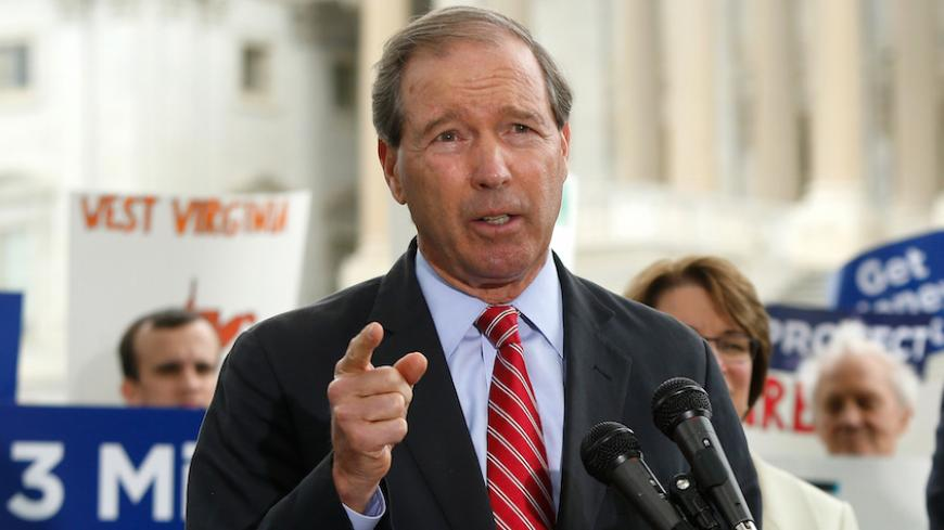 U.S. Senator Tom Udall (D-NM) leads a news conference in support of a proposed constitutional amendment for campaign finance reform, on Capitol Hill in Washington September 8, 2014. Also pictured is Senator Sheldon Whitehouse (D-RI). REUTERS/Jonathan Ernst    (UNITED STATES - Tags: POLITICS) - RTR45FBO