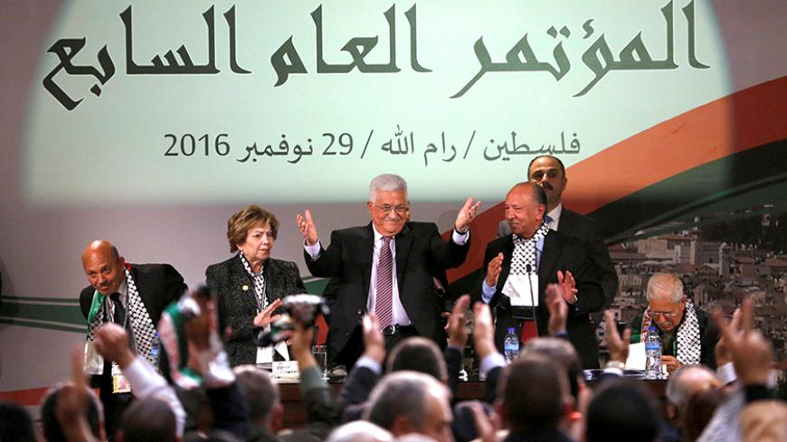 Palestinian President Mahmoud Abbas gestures during Fatah congress in the West Bank city of Ramallah November 30, 2016. REUTERS/Mohamad Torokman - RTSU1Z2