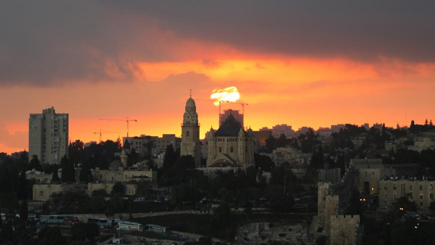 Old City is seen during sunset in Jerusalem, October 30, 2017.REUTERS/Ammar Awad - RC172B48C7D0