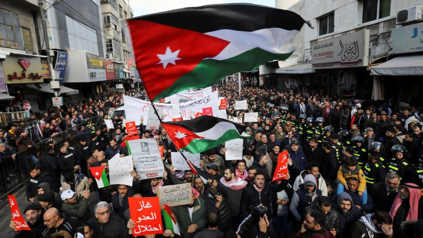 Demonstrators hold Jordanian national flags and chant slogans during a protest against a government's agreement to import natural gas from Israel, in Amman, Jordan, January 3, 2020. REUTERS/Muhammad Hamed - RC2D8E91H7LV