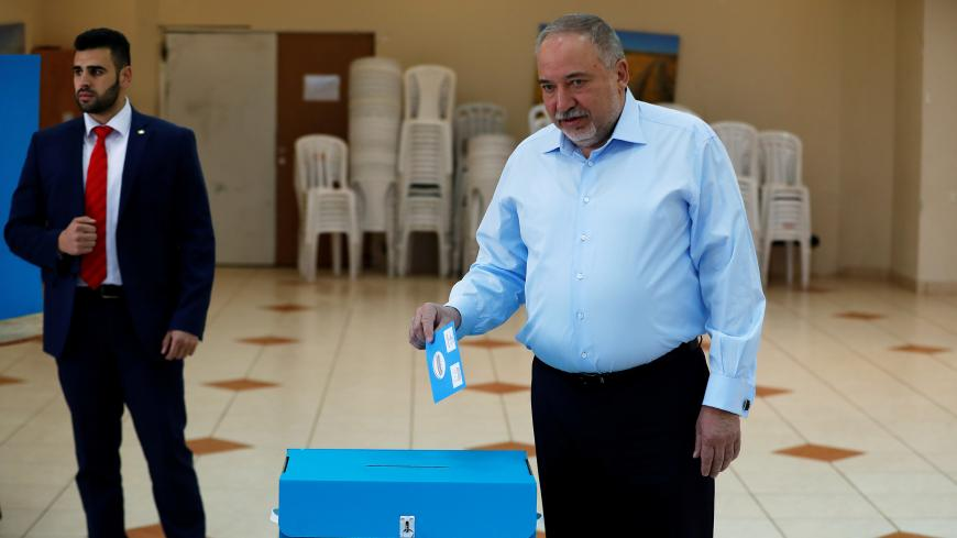 Avigdor Lieberman, leader of the ultranationalist Yisrael Beitenu party, prepares to cast his ballot as he votes in Israel's national election at a polling station in the Israeli settlement of Nokdim in the occupied West Bank March 2, 2020. REUTERS/Ronen Zvulun - RC2IBF9YO4XV