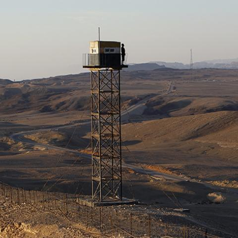An Egyptian soldier stands guard on a watch tower on the border between Israel and Egypt, some 30 km (19 miles) north of Eilat, November 29, 2010. Last week Israel began work to construct a barrier to seal off part of the border with Egypt's Sinai desert from where many of the migrants enter the Jewish state. REUTERS/Ronen Zvulun (EGYPT - Tags: POLITICS MILITARY IMAGES OF THE DAY) - RTXV7JY