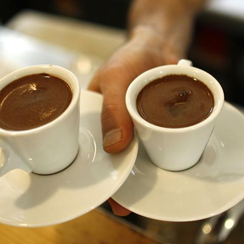 A waiter carries two cups of Turkish coffee at a coffee shop in Istanbul October 19, 2007. Turks are turning their backs on traditional Turkish coffee as they acquire a taste for the cappuccinos and espressos served at global coffee chain outlets opening up across this economically booming Muslim country. Picture taken October 19, 2007. To match feature TURKEY-COFFEE      REUTERS/Osman Orsal   (TURKEY) - RTX7D