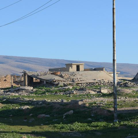 A picture taken on February 5, 2019, shows a general view of the damaged buildings in the northern Iraqi town of Sinjar. - For decades in the mountainous region of Sinjar in Iraq's diverse north, the lives of many revolved around their lands, but now many Sunni Arab farmers are estranged from their fields out of fear of reprisal attacks. The region, which borders Syria is home to an array of communities -- Shiite and Sunni Arabs, Kurds, and Yazidis -- which formed a patchwork that was ripped apart when the