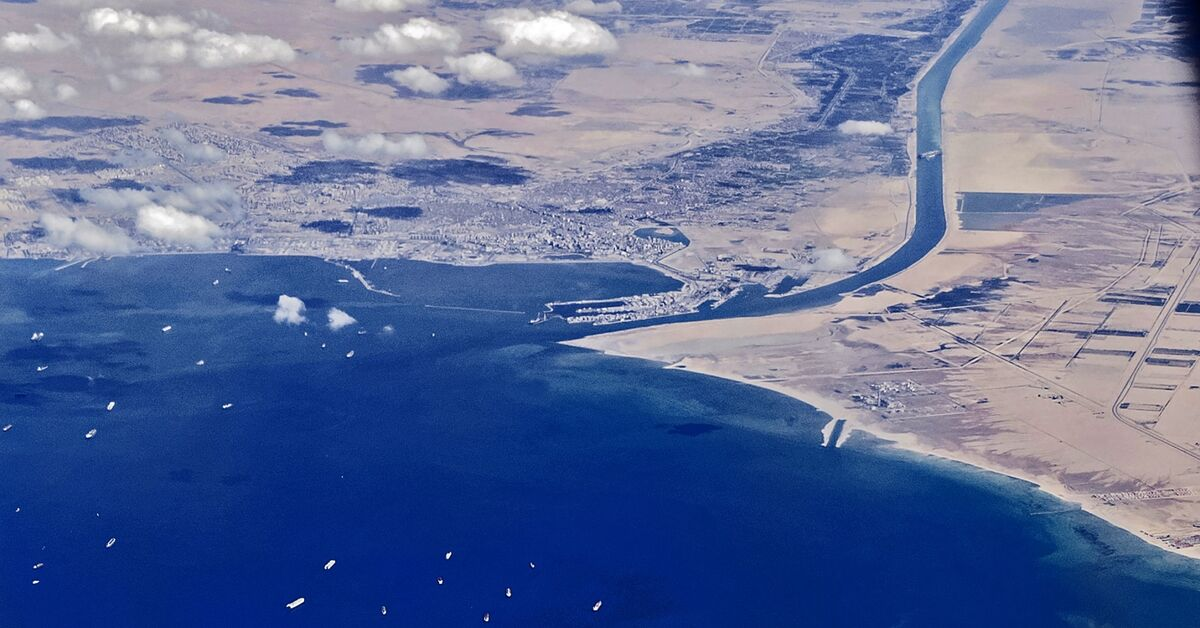 Egypt's Sisi approves plan to widen, deepen Suez Canal after stuck ship