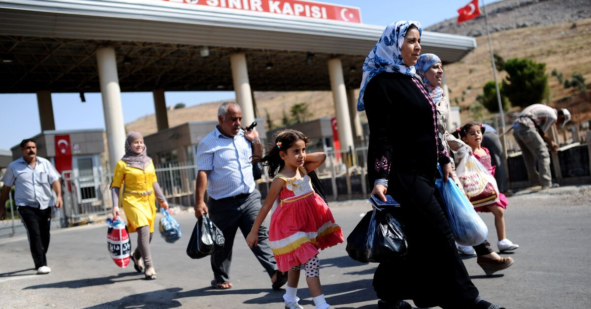 Why are Syrian refugees returning from Turkey?