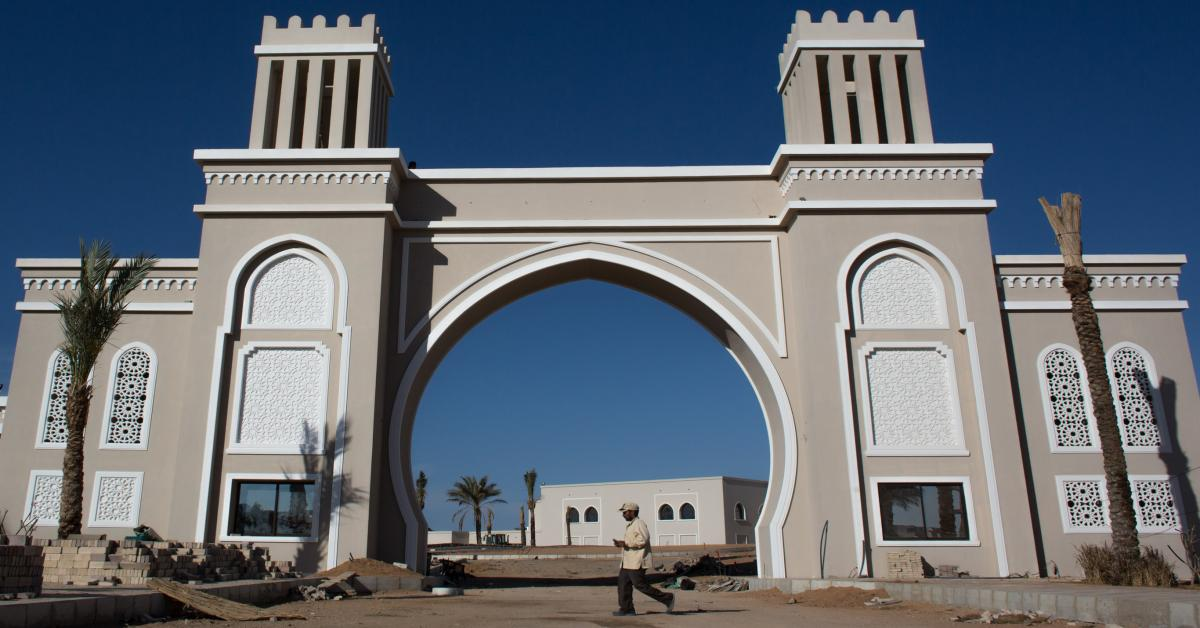 Egypt Surrounds Sharm El Sheikh Resort With Wire Fence For Protection From Terrorists Al Monitor The Pulse Of The Middle East